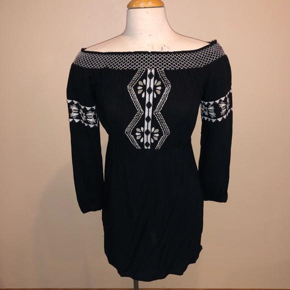 Dresses & Skirts - On or off the shoulder dress